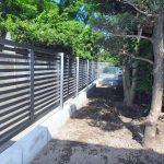 庭木撤去後の境界フェンス工事